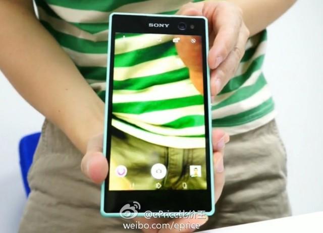 Sony Xperia Selfie : vue de face