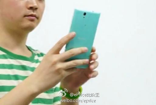 Sony Xperia Selfie : vue de dos
