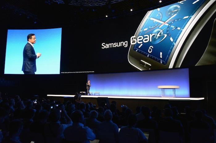 IFA'14 : la Gear S est un peu le premier smartphone Tizen