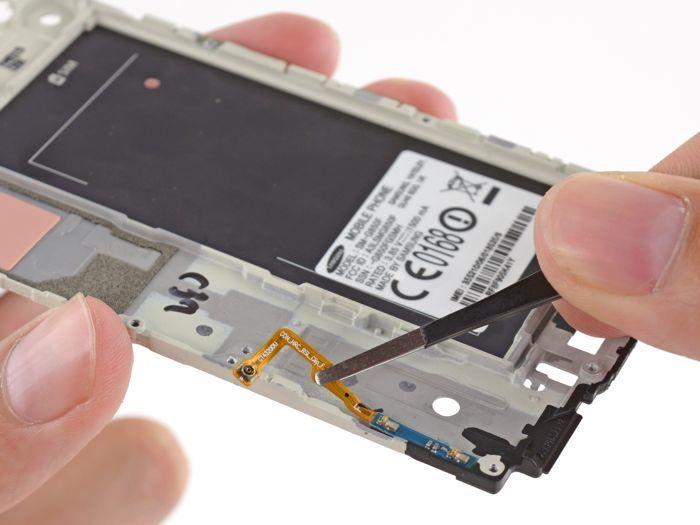 Galaxy Alpha : le smartphone de Samsung démonté par iFixit - 1