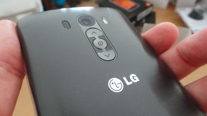 LG G3 : boutons incrustés sur la coque arrière