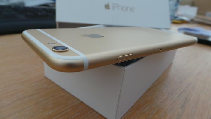iPhone 6 : tranche droite
