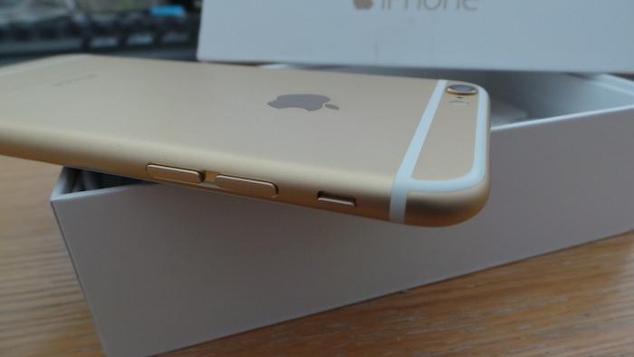 iPhone 6 : tranche gauche