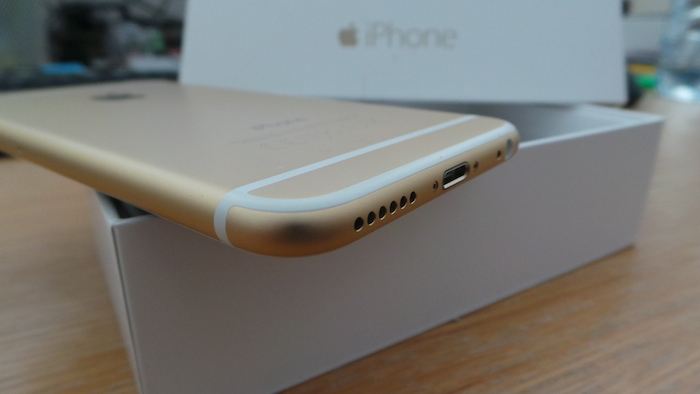 iPhone 6 : tranche inférieure