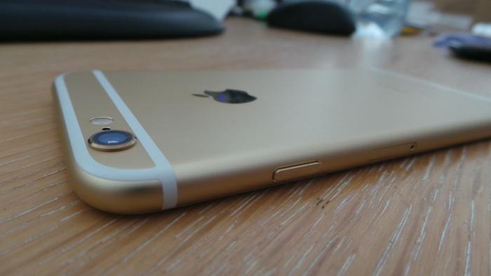 iPhone 6 : le capteur dépasse légèrement de la coque arrière