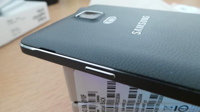 Samsung Galaxy Note 4 : vue de droite