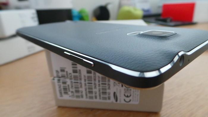 Samsung Galaxy Note 4 : vue de gauche