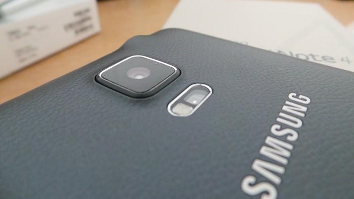 Samsung Galaxy Note 4 : vue de dos