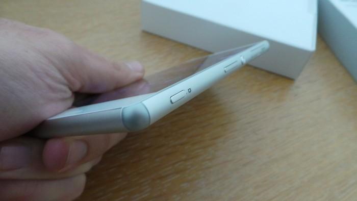 Sony Xperia Z3 : tranche droite