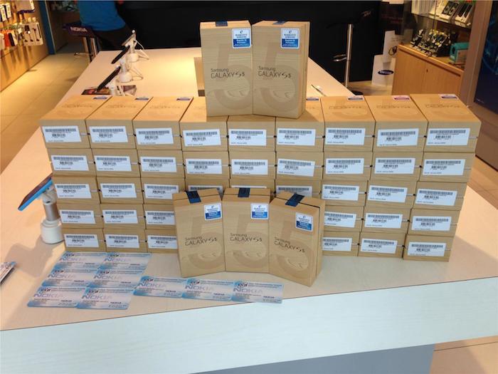 Les boîtes du Galaxy S5 s'empilent