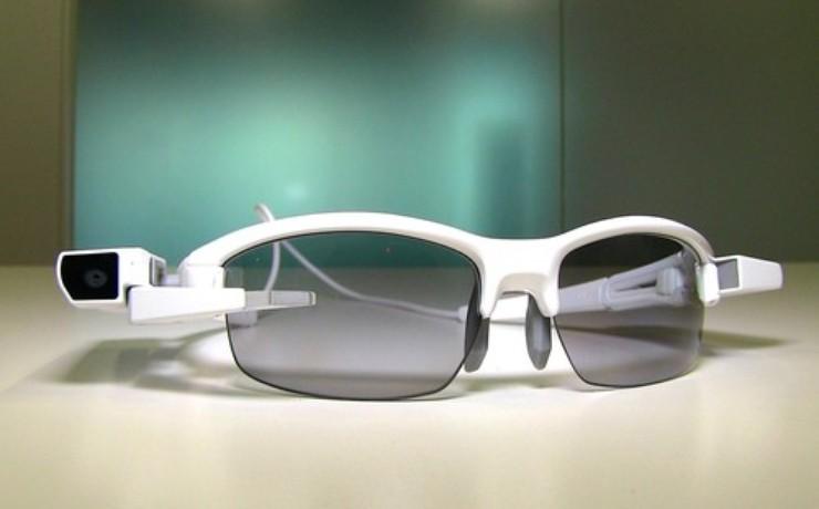 CES 2015 : le dernier gadget de Sony se clipse sur des lunettes traditionnelles