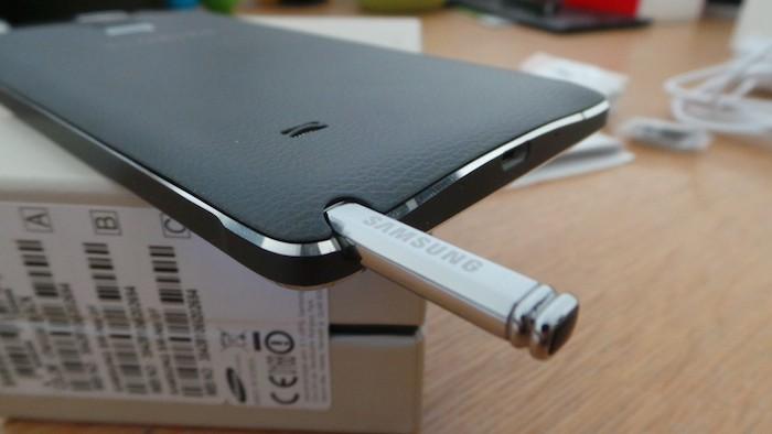 Galaxy Note 4 : S Pen incrusté dans le bord inférieur
