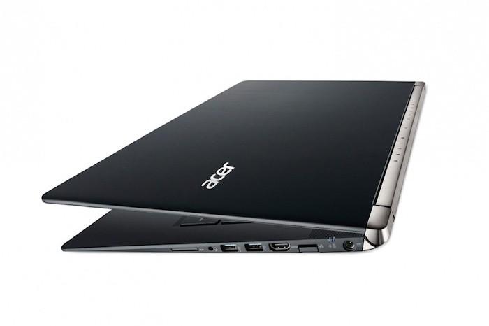 Acer Aspire V17 Nitro : vue de côté