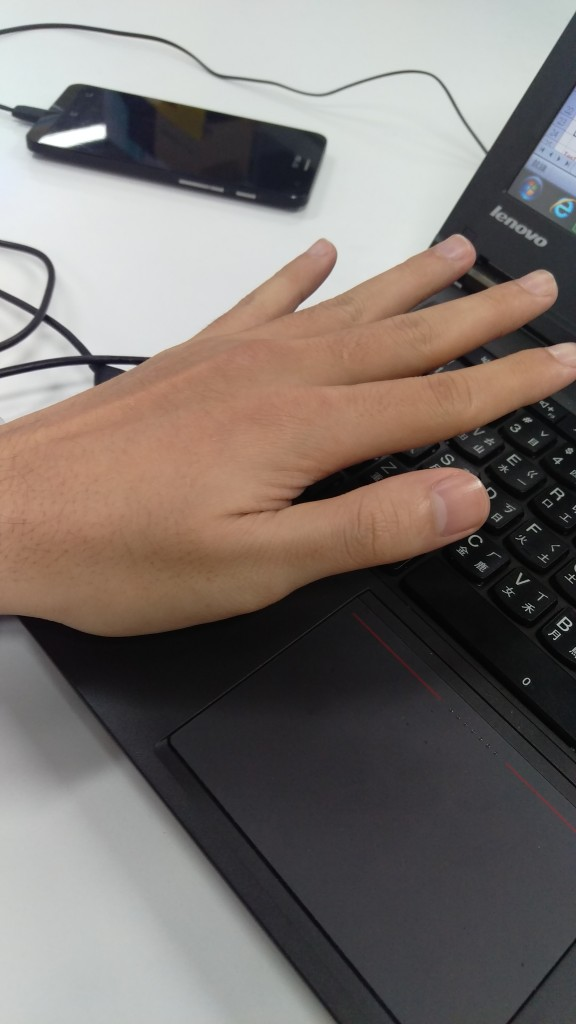 HTC One M9 : cliché d'une main