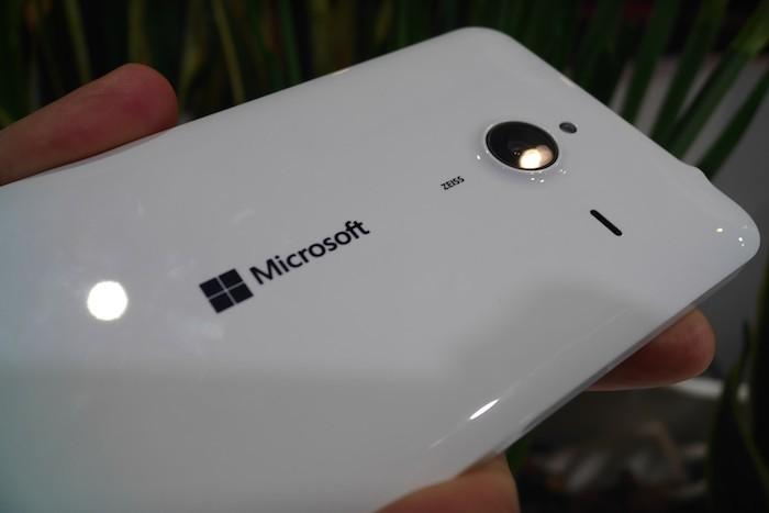 Lumia 640 XL : vue de dos