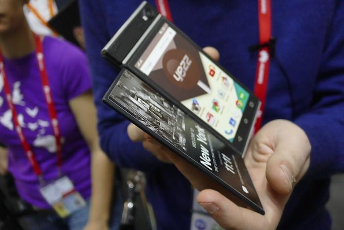 Volets à rabat offrant un écran e-ink
