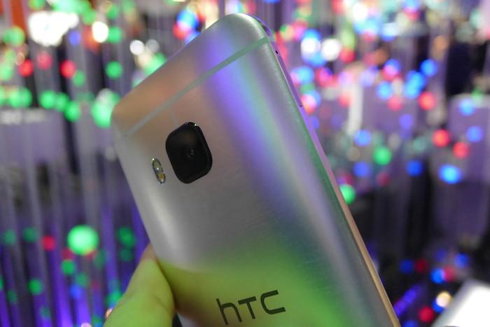 HTC One M9 : vue de dos