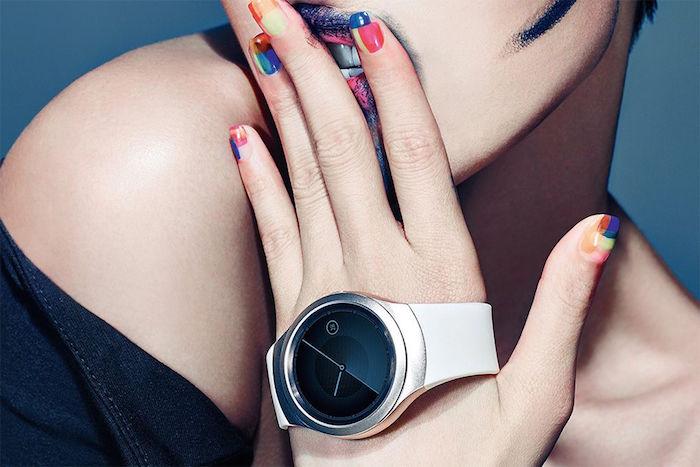 Samsung Gear S2 : prête à concurrence l'Apple Watch