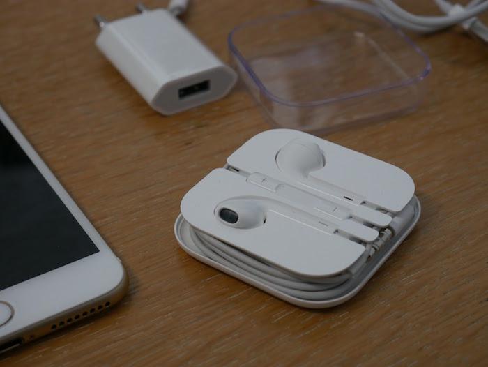 apple a travaill sur des couteurs sans fil pour l 39 iphone 7. Black Bedroom Furniture Sets. Home Design Ideas