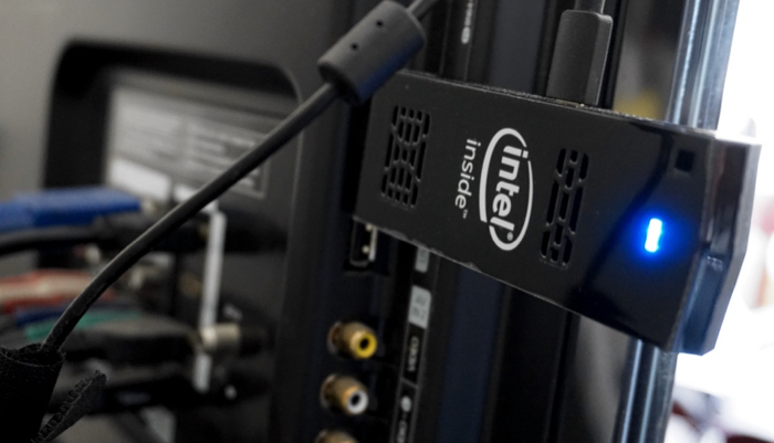 Le Compute Stick est essentiellement un ordinateur de bureau sous Windows 10