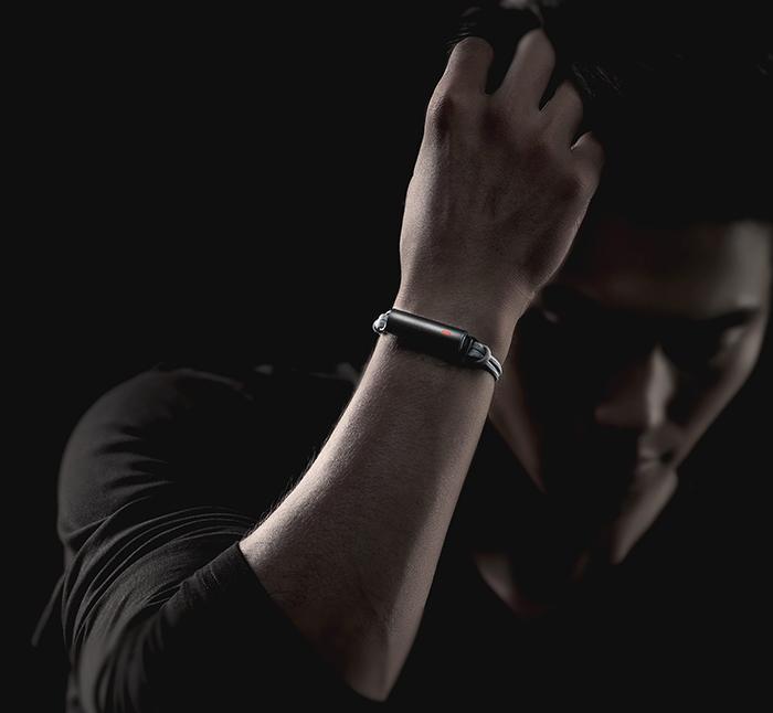 Misfit Ray : bracelet au poignet