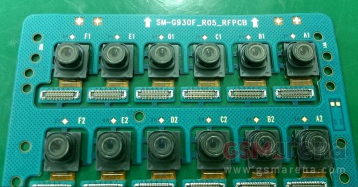 Modules de caméra sur la ligne de production du Galaxy S7