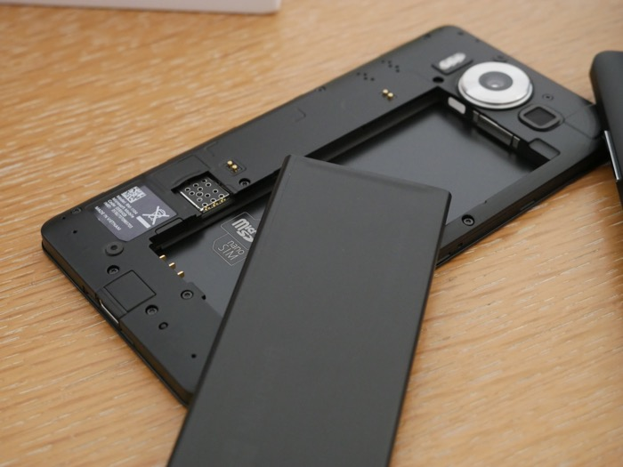 Microsoft Lumia 950 : batterie amovible