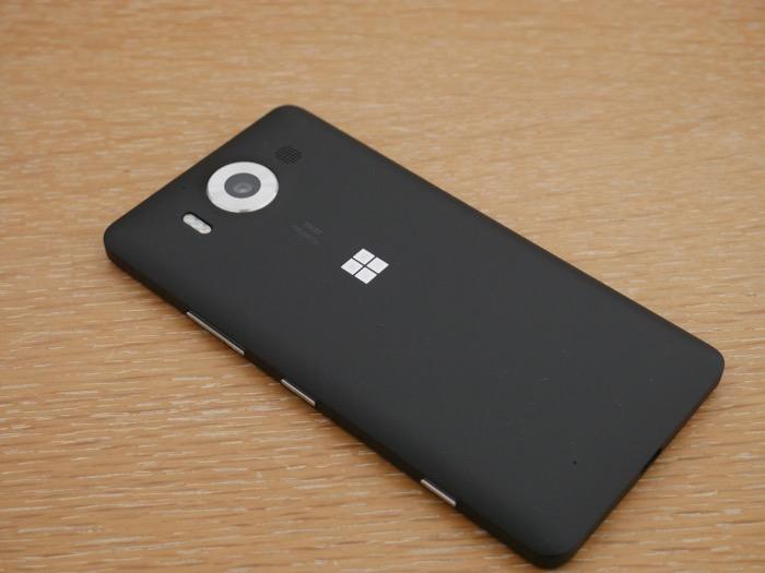Microsoft Lumia 950 : coque arrière en plastique