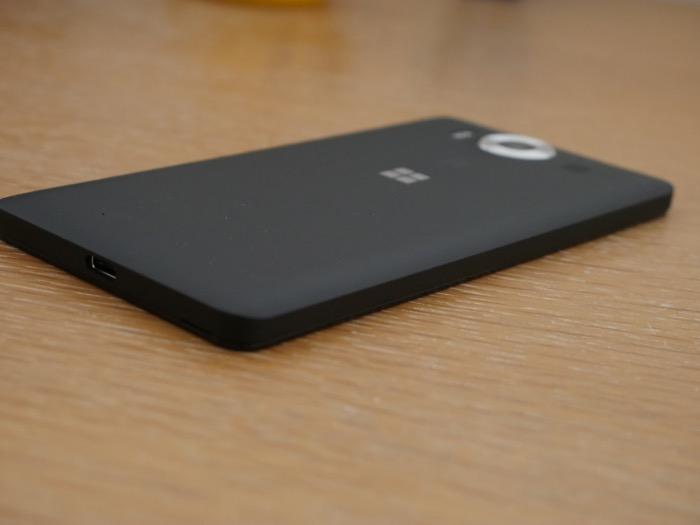 Microsoft Lumia 950 : tranche latérale gauche