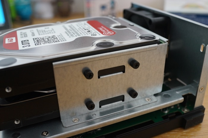 NAS Asustor AS3102T : installation des disques