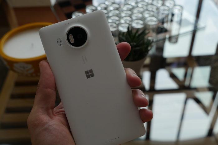 Microsoft Lumia 950 XL : vue de dos