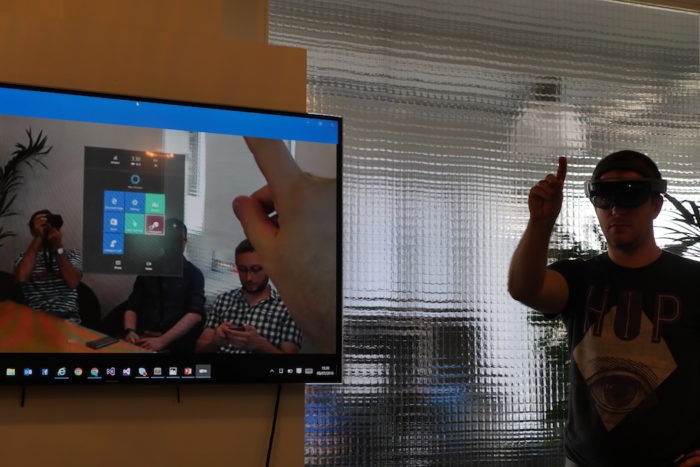Microsoft HoloLens : interaction avec le menu