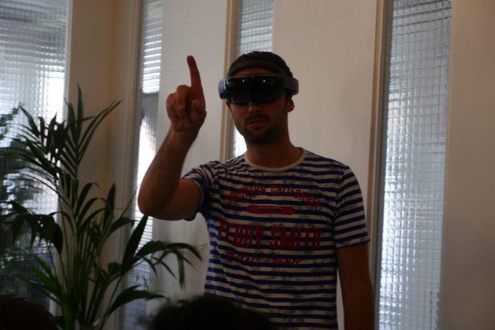 Microsoft HoloLens : pour contrôler les hologrammes quelques gestes sont nécessaires