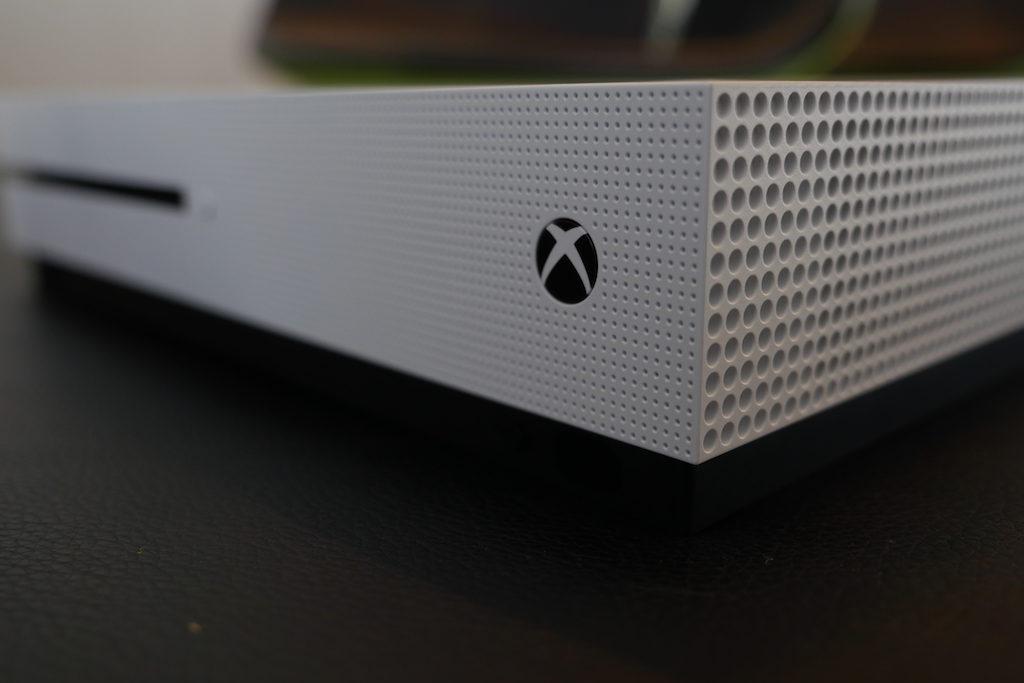 Prise en main de la xbox one s actualit console for Meuble xbox one