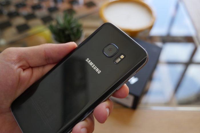 Samsung Galaxy S7 : des bords légèrement inclinés à l'arrière