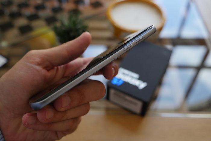 Samsung Galaxy S7 : vue de droite