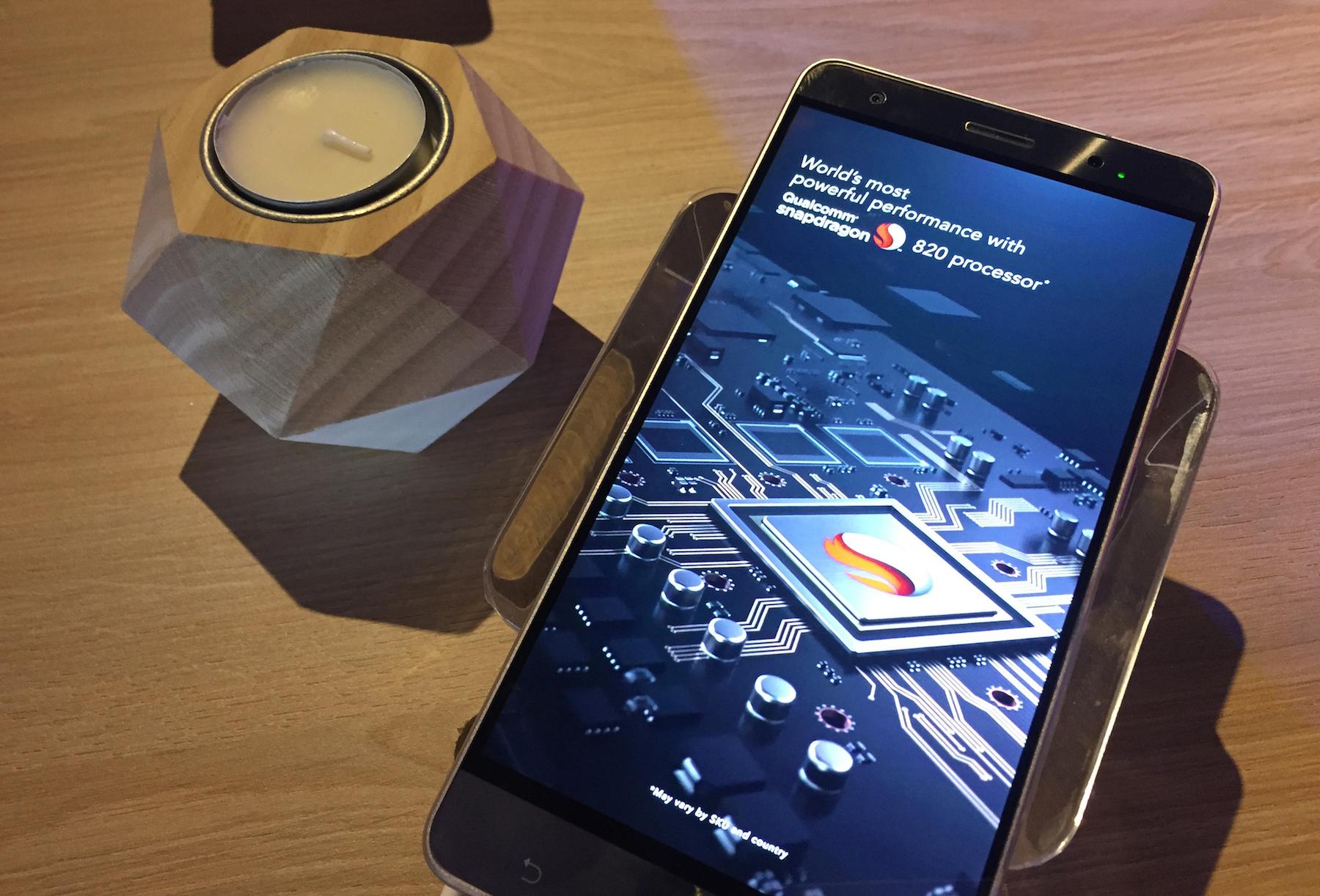 ASUS ZenFone 3 Deluxe : vue de face