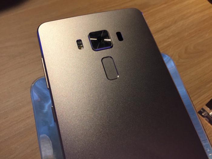ASUS ZenFone 3 Delux : vue de dos