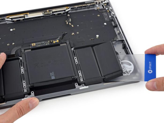 MacBook Pro avec Touch Bar : les batteries sont plus petites