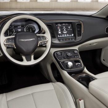 Chrysler_200C_2015_interior_high