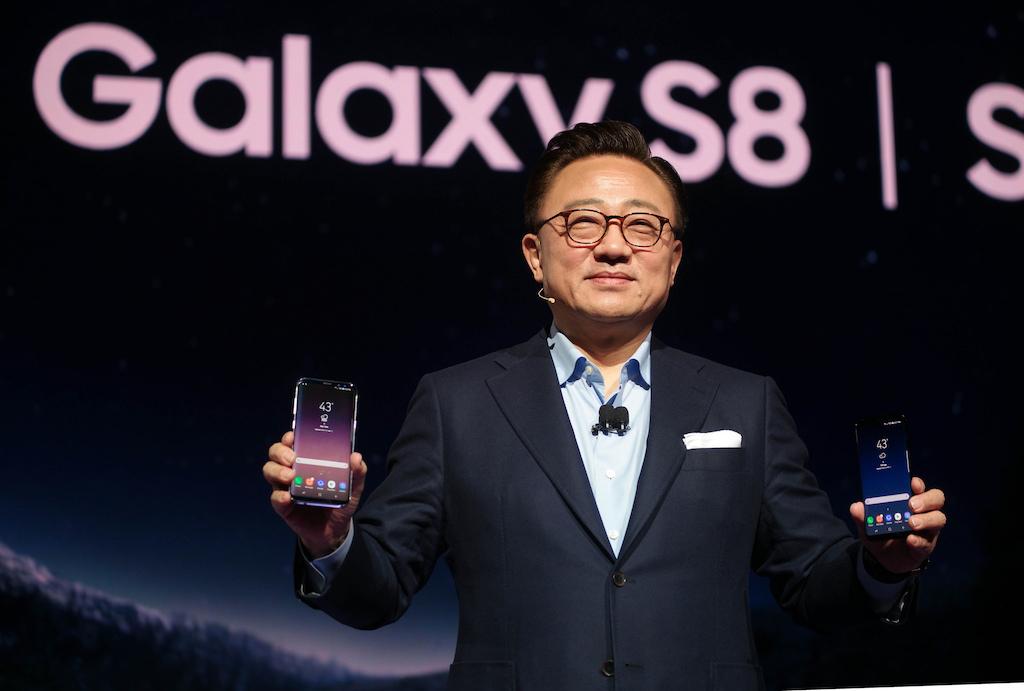 Samsung dévoile le Galaxy S8, avec assistant virtuel et résistant à l'eau