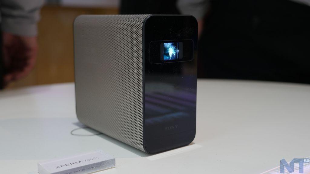 prise en main du sony xperia touch le projecteur de la maison. Black Bedroom Furniture Sets. Home Design Ideas