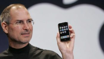 apple-reinvents-the-phone–how-steve-jobs-launched-the-first-ever-iphone