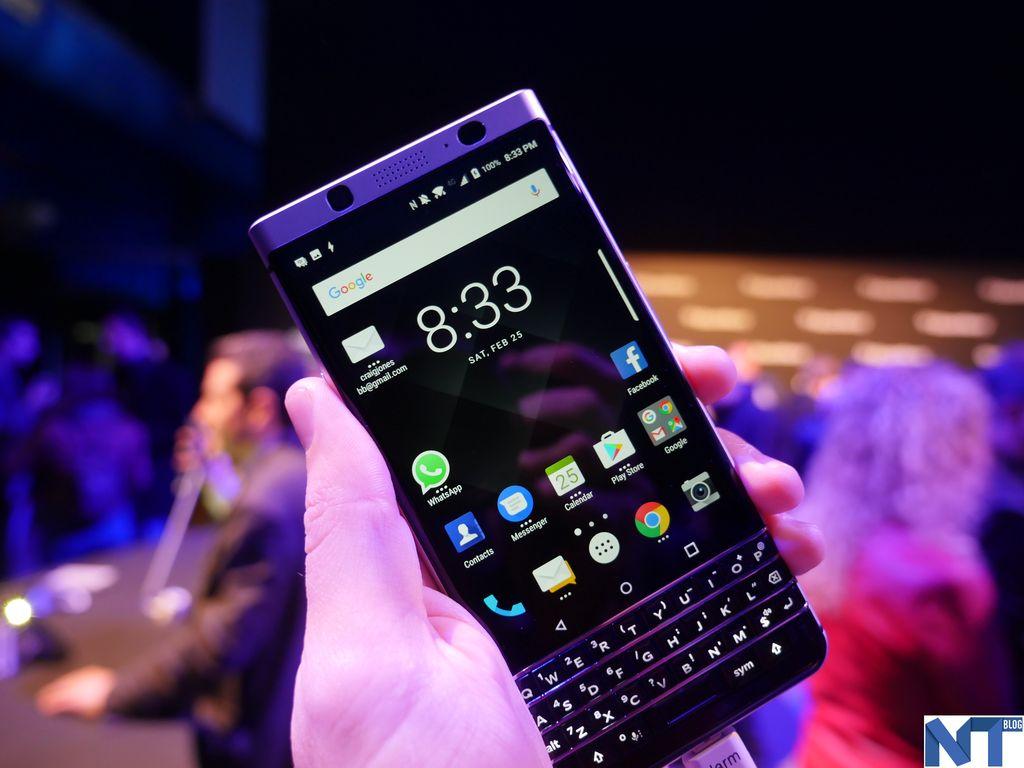 un nouveau smartphone blackberry sans clavier pr t dans deux mois. Black Bedroom Furniture Sets. Home Design Ideas