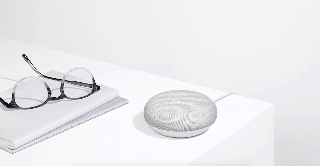 google home mini une version miniature de l 39 enceinte. Black Bedroom Furniture Sets. Home Design Ideas