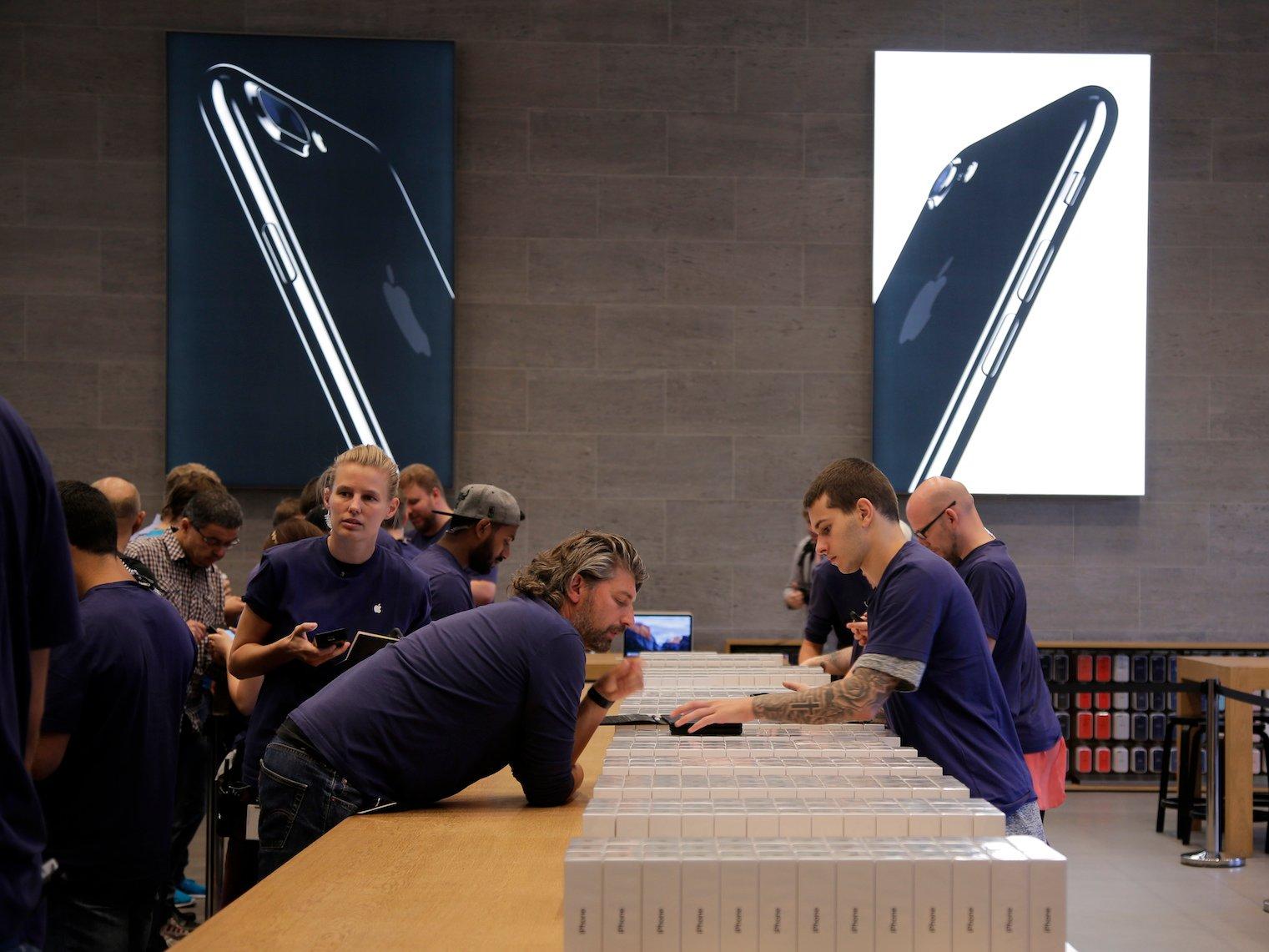 Premières plaintes aux Etats-Unis — Bridage de l'iPhone