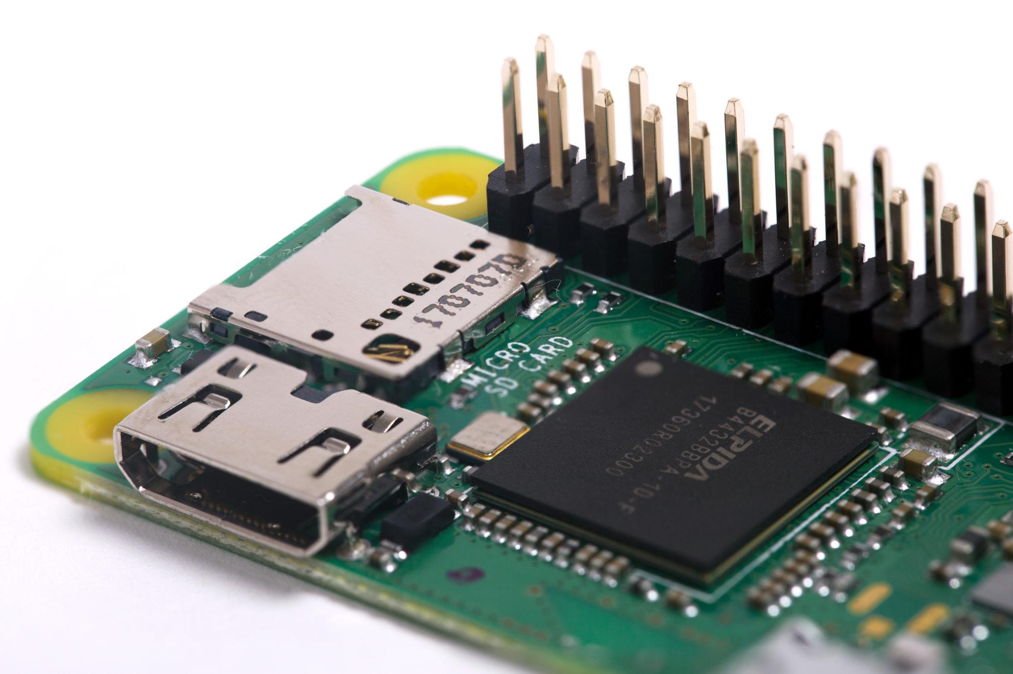 Raspberry Pi Zero WH ajoute un port GPIO pré-soudé à 40 broches
