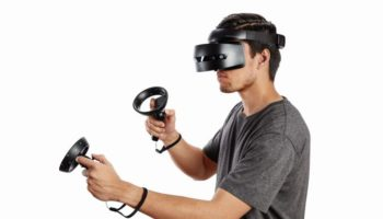 hp_windows_mixed_reality_headset_-_professional_edition_in_use_678x452