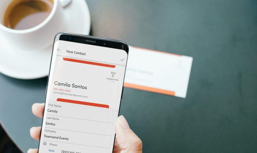 Adobe Scan Transforme Automatiquement Les Cartes De Visite En Contacts